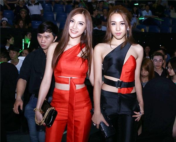 Hạnh Sino - Emily tiếp tục gây chú ý với đồ đôi tông đỏ-đen đối lập. - Tin sao Viet - Tin tuc sao Viet - Scandal sao Viet - Tin tuc cua Sao - Tin cua Sao