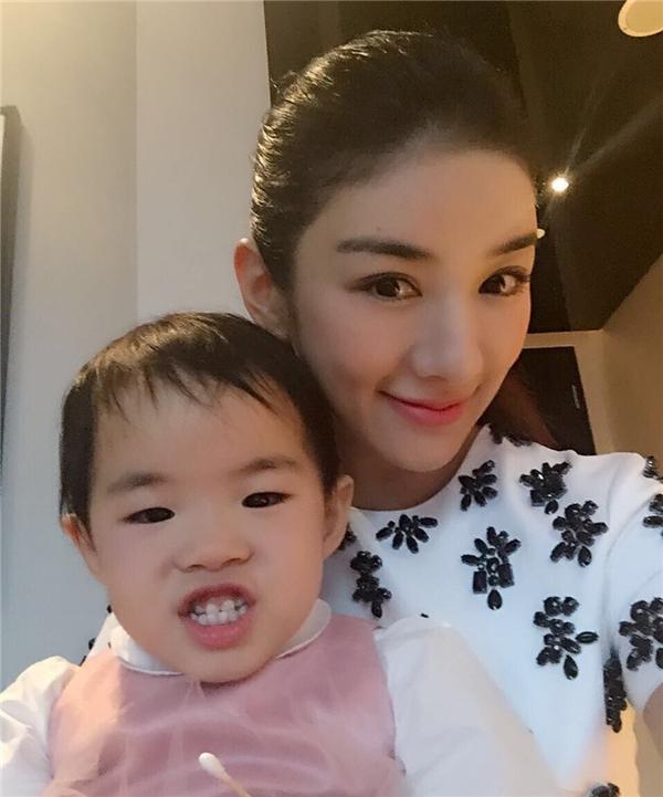 Tiểu Yến Tử Huỳnh Dịch kêu cứu vì con gái bị chồng cũ bắt đi