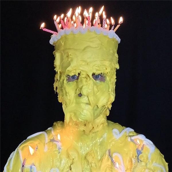 """Chiếc bánh sinh nhật """"bá đạo"""" vàdễ gây """"xúc động"""" nhất năm.(Ảnh: Instagram)"""