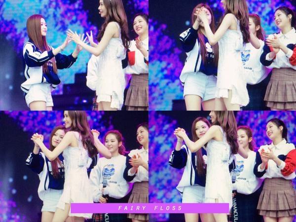 Thích thú với loạt ảnh tình cảm như chị em ruột của SNSD và Red Velvet