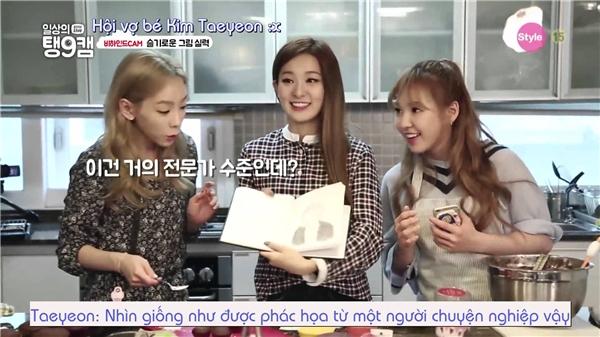 Wendy và Seulgi từng xuất hiện trong chương trình thực tế của Taeyeon mang tên Taeng9Cam. Cả ba đã chia sẻ sở thích nướng bánh và tận hưởng ngày nghỉ ngơi, mua sắmcùng nhau.