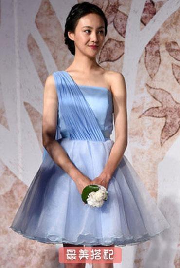 Trong đám cưới vợ chồng Ngô Kinh, Trịnh Sảng cũng từng đảm nhận vai trò phù dâu cho cô dâu TạNam. Thời điểm này khuôn mặt của Trịnh Sảng vẫn còn khá non nớt và đáng yêu.