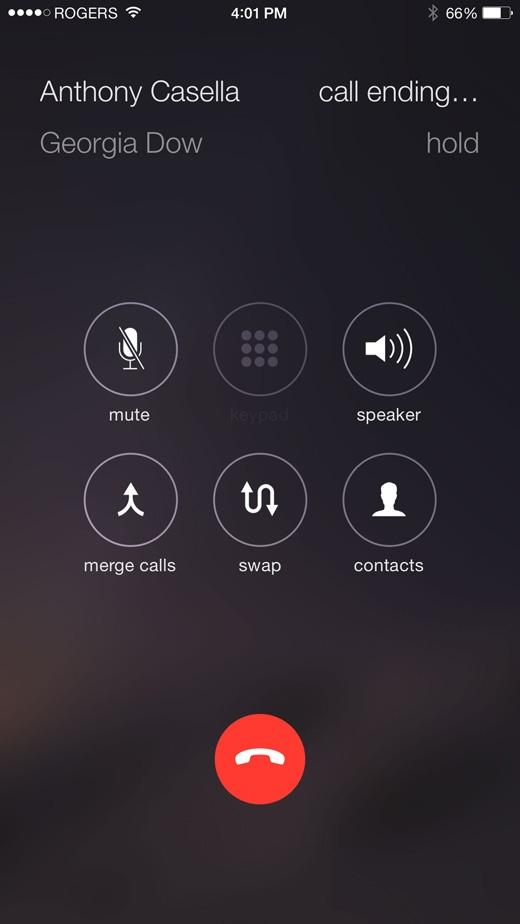 Bấm 2 lần liên tiếp và giữ nút giữa để kết thúc cuộc gọi, thao tác được xác nhận hoàn thành bằng 2 tiếng bíp nhỏ. (Ảnh: Internet)