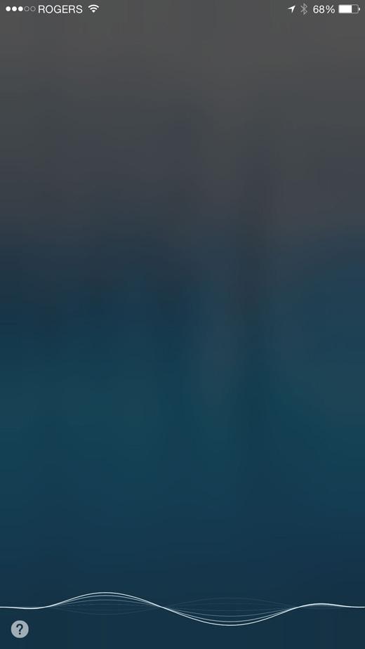 Ở màn hình chính, bấm 1 lần và giữ nút giữa để kích hoạt trợ lígiọng nói Siri. (Ảnh: Internet)