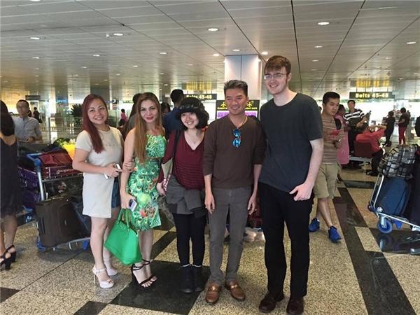 """Mr. Đàm """"thích chí"""" vì được đón tiếp tưng bừng tại Singapore - Tin sao Viet - Tin tuc sao Viet - Scandal sao Viet - Tin tuc cua Sao - Tin cua Sao"""