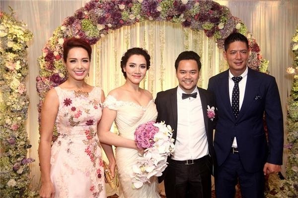Siêu mẫu Thúy Hạnh và Bình Minh đảm nhận vai trò MC của buổi tiệc cưới. - Tin sao Viet - Tin tuc sao Viet - Scandal sao Viet - Tin tuc cua Sao - Tin cua Sao