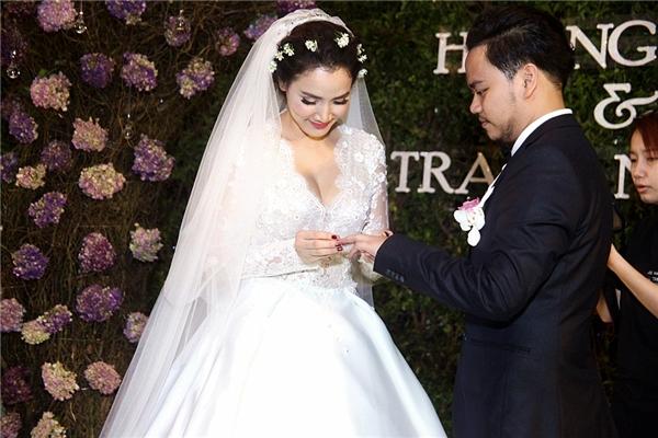 Trang Nhung lần đầu khoe con gái trong ngày cưới - Tin sao Viet - Tin tuc sao Viet - Scandal sao Viet - Tin tuc cua Sao - Tin cua Sao