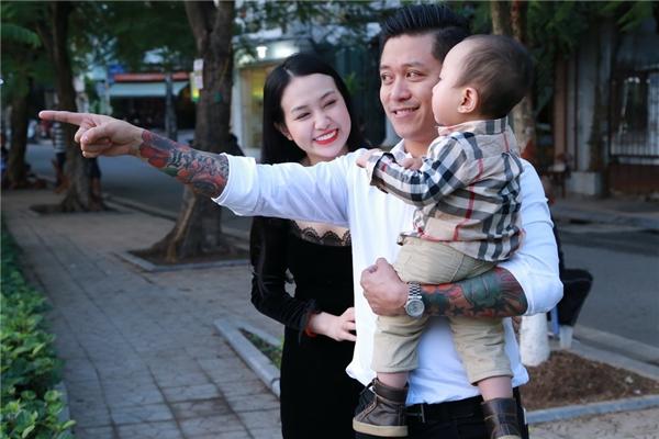 Những khoảnh khắc ngọt ngào của gia đình Tuấn Hưng khiến khán giả, người hâm mộ vô cùng thích thú. - Tin sao Viet - Tin tuc sao Viet - Scandal sao Viet - Tin tuc cua Sao - Tin cua Sao