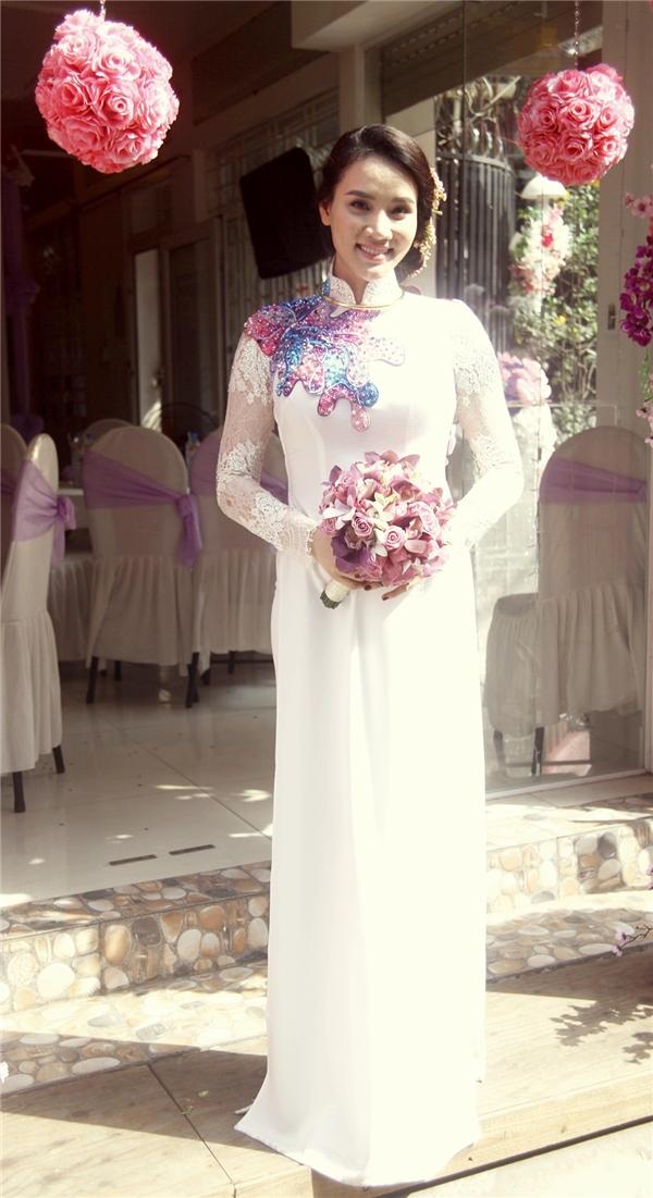 Sau khi kết hôn, Trang Nhung tiếp tục theo đuổi công việc diễn xuất và hỗ trợ chồng trong các sự án phim điện ảnh. - Tin sao Viet - Tin tuc sao Viet - Scandal sao Viet - Tin tuc cua Sao - Tin cua Sao