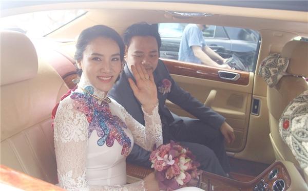 Người đẹp Trang Nhung tươi cười rạng rỡ bên cạnh ông xã điển trai. - Tin sao Viet - Tin tuc sao Viet - Scandal sao Viet - Tin tuc cua Sao - Tin cua Sao