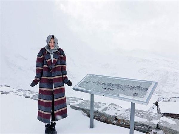 Sau đêm diễn đầu tiên, người mẫu sinh năm 1991 có cơ hội tới thăm núiGornergrat, Zematt, Thụy Sĩ. - Tin sao Viet - Tin tuc sao Viet - Scandal sao Viet - Tin tuc cua Sao - Tin cua Sao