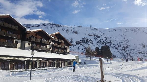 Trang Khiếu thích thú vi vu núi tuyết Thụy Sĩ - Tin sao Viet - Tin tuc sao Viet - Scandal sao Viet - Tin tuc cua Sao - Tin cua Sao
