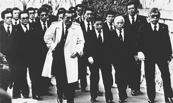 Bố già băng đảng Yamaguchi dự một đám tang năm 1980