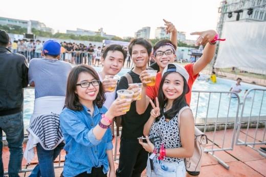 Hàng ngàn bạn trẻ tham dự đại tiệc âm nhạc Escape cùng Sapporo.