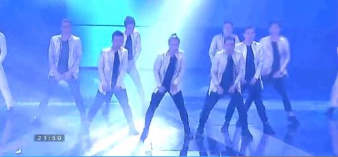 """Những vũ công với mặt nạchống độccó phần """"quái dị"""".Phần trình diễn kết thúc với lời giới thiệu This is team nine. - Tin sao Viet - Tin tuc sao Viet - Scandal sao Viet - Tin tuc cua Sao - Tin cua Sao"""
