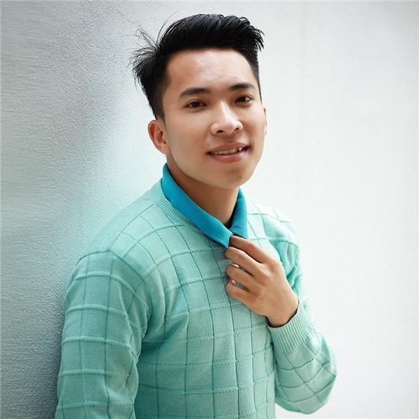 """Tác giả của bộ ảnh này là Đỗ Xuân Bút (sinh năm 1992). Chàng trai đến từ Hưng Yên từng được mọi người biết đến qua bộ ảnh """"Những đứa trẻ công nghệ"""".(Ảnh: Đỗ Xuân Bút)"""