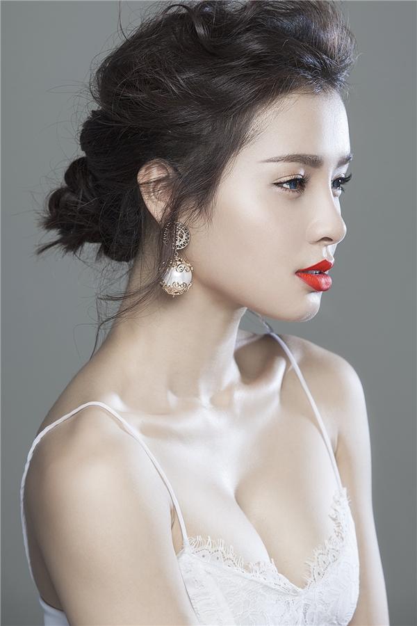 Nữ diễn viên trẻ không ngần ngại khoe đường cong cơ thể hoàn hảo. - Tin sao Viet - Tin tuc sao Viet - Scandal sao Viet - Tin tuc cua Sao - Tin cua Sao
