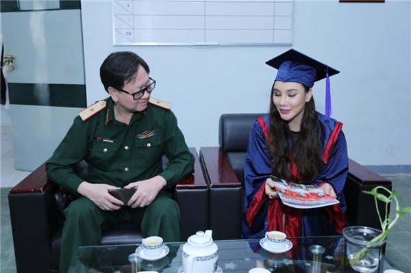 Hồ Quỳnh Hương có một quỹ tài năng mang tên mình tại trường Đại học Văn hóa Nghệ thuật Quân đội dùng để khuyến khích và trao cho các học sinh đặc biệt học giỏi và có đạo đức tốt. - Tin sao Viet - Tin tuc sao Viet - Scandal sao Viet - Tin tuc cua Sao - Tin cua Sao