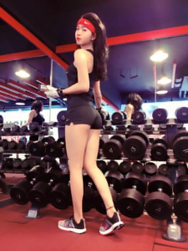 Bí quyết sở hữu thân hình như siêu mẫu của cô gái từng có biệt danh thẳng tuột như mắc áo