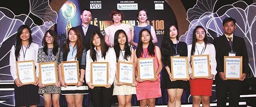 Các CEO tương lai nhận bằng khen từ Top 100 PCDN.