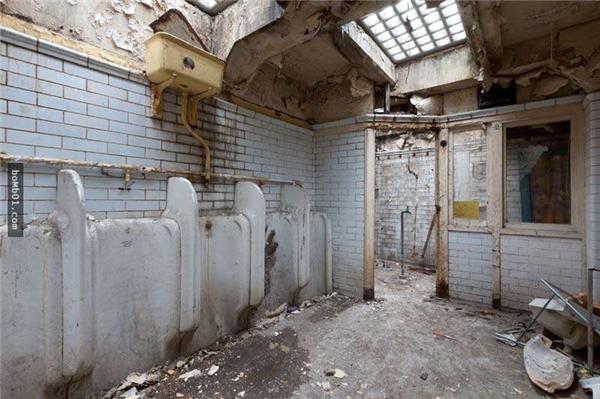 Khu nhà vệ sinh mà Lauren tìm thấy. (Ảnh: Internet)