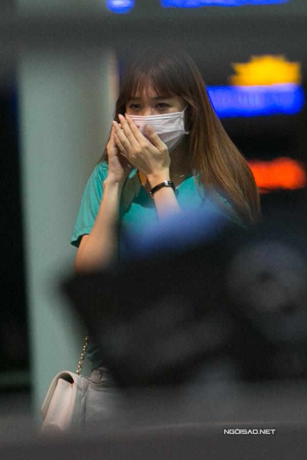 Hari bịtkhẩu trang xuất hiện ở sân bay để tránh sự chú ý.(Ảnh: ngoisao.net) - Tin sao Viet - Tin tuc sao Viet - Scandal sao Viet - Tin tuc cua Sao - Tin cua Sao