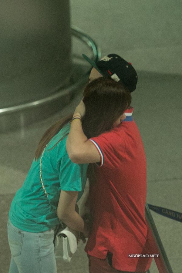 Ôm chặt người yêu cũ trước khi tạm biệt(Ảnh: ngoisao.net) - Tin sao Viet - Tin tuc sao Viet - Scandal sao Viet - Tin tuc cua Sao - Tin cua Sao