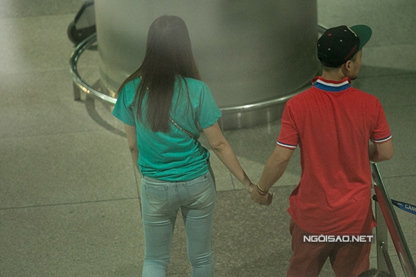 Nắm tay không rời(Ảnh: ngoisao.net) - Tin sao Viet - Tin tuc sao Viet - Scandal sao Viet - Tin tuc cua Sao - Tin cua Sao