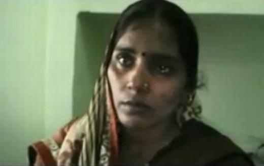 Vẻ mặt thất thần của mẹ bé -chị Anita Tiwari.(Ảnh: Internet)