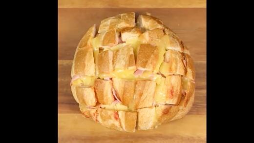 Không cưỡng nổi sức hấp dẫn của bộ 3 bánh mì, phô mai và thịt