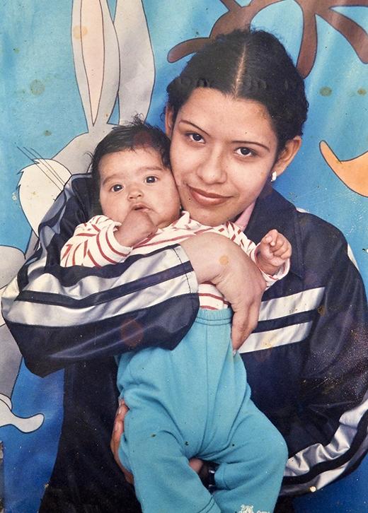 Magali lúc còn nhỏ cũng bình thường như bao đứa bé khác. (Ảnh: Internet)