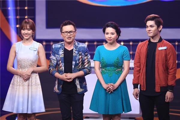 Hai thành viên đáng yêu của đội Kim Chi đứng cạnh cặp đôi MC Đại Nghĩa - Lê Khánh. - Tin sao Viet - Tin tuc sao Viet - Scandal sao Viet - Tin tuc cua Sao - Tin cua Sao