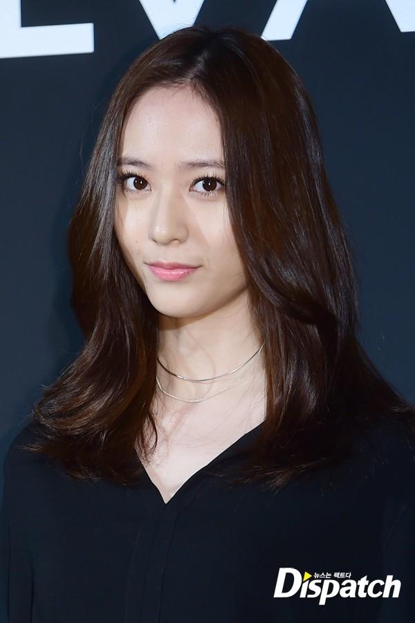 Mới đây nhất, Krystal cũng vừa tạm biệt mái tóc dài trứ danh của mình để chuyển sang tóc tỉa layer.