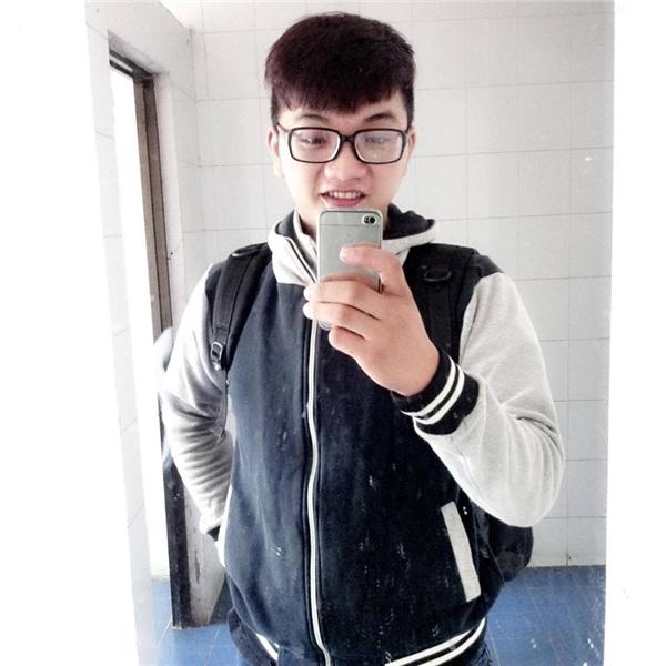 Tạ Quang Vũ - chủ gian hàng thanh lí giá học sinh. (Ảnh: NVCC)