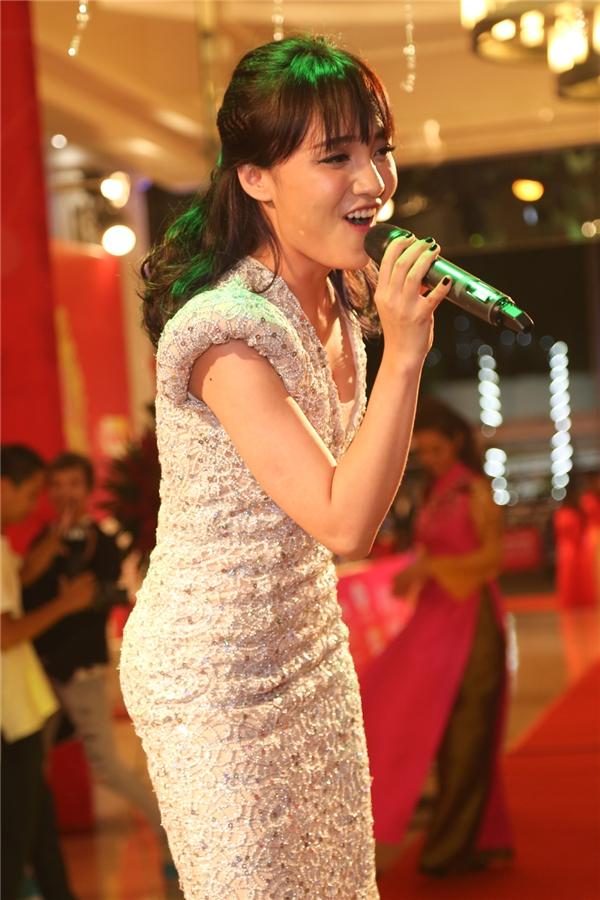 Nhật Thủy hát tặng mọi người như một lời chúc chân thành trong những ngày giao mùa. - Tin sao Viet - Tin tuc sao Viet - Scandal sao Viet - Tin tuc cua Sao - Tin cua Sao