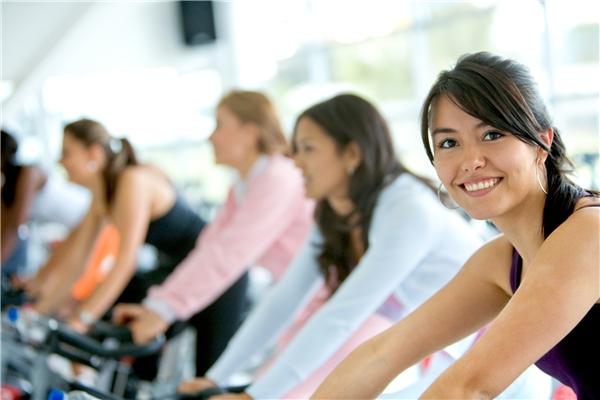 Nhiều người cho rằng tập gym sẽ làm ngực nhỏ. (Ảnh: Internet)