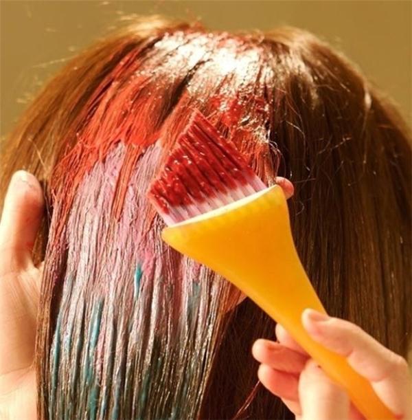 Nhuộm tóc có thể gây nguy hiểm. Ảnh: Internet