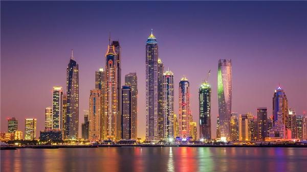 Thật khó để tìm thấy những cảnh quan hoang sơ ở Dubai. Dường như nơi này chỉ chuyêndành cho mục đích: hưởng thụ một cuộc sống xa hoa.(Ảnh: Bored Panda)