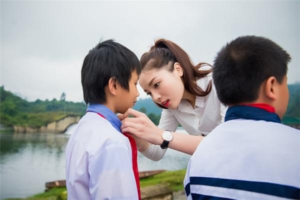 Những hình ảnh đẹp trong chuyến từ thiện của Kỳ Duyên. - Tin sao Viet - Tin tuc sao Viet - Scandal sao Viet - Tin tuc cua Sao - Tin cua Sao