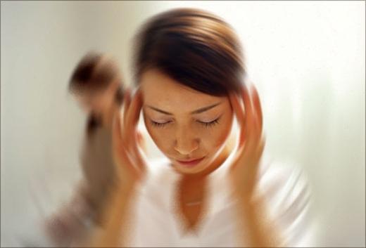 Chóng mặt do tụt huyết áp gây ra vì lượng máu bơm lên não không đủ. (Ảnh: Internet)