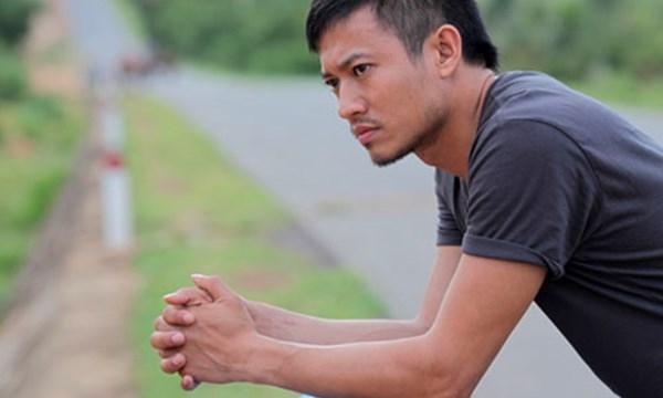Năm 2012, nam diễn viên đánh dấu một bước ngoặt mới trong sự nghiệp diễn xuất khi lấn chân sang lĩnh vực điện ảnh với hai bộ phim Đam mê của đạo diễn Phi Tiến Sơn và Đường đua của đạo diễn Khắc Huy. - Tin sao Viet - Tin tuc sao Viet - Scandal sao Viet - Tin tuc cua Sao - Tin cua Sao