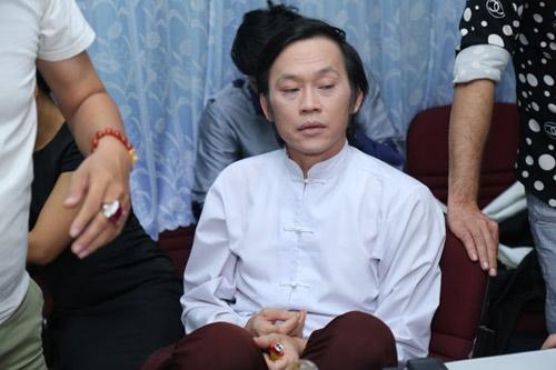 """Là một gương mặt nghệ sĩ """"quyền lực"""" nhất showbiz Việt hiện nay, không chỉ bởi tần suất phủ sóng của anh trên truyền hình, mà Hoài Linh còn sở hữu một lượng fan""""khổng lồ"""" nhất hiện này. - Tin sao Viet - Tin tuc sao Viet - Scandal sao Viet - Tin tuc cua Sao - Tin cua Sao"""