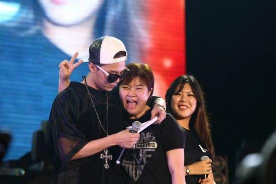 Hình ảnh quen thuộc giữa G-Dragon và fan