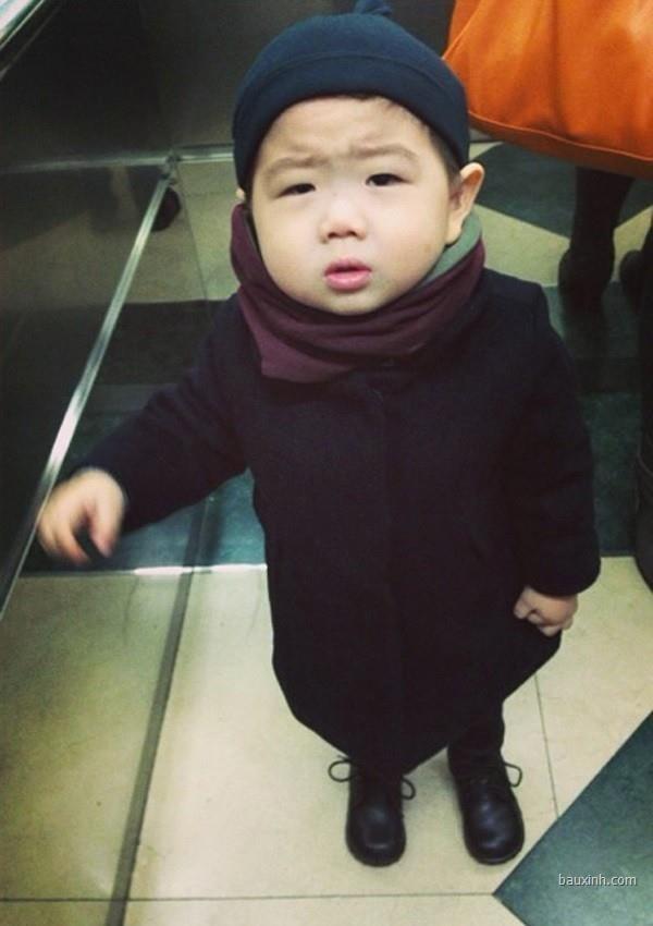 Tròn mắt với vẻ đáng yêu của các em bé gây chú ý nhất mạng xã hội