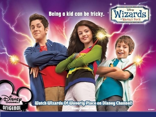 Hình ảnhJake (bên phải) lúc còn tuổi teen tham gia bộ phim Disney đình đám một thời Wizards of Waverly Place. Ảnh: Internet