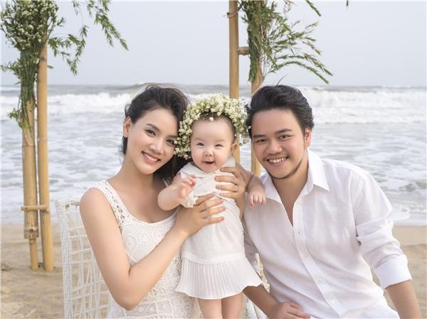 Vợ chồng Trang Nhung lãng mạn trên biển bên cạnh công chúa nhỏ Vani - Tin sao Viet - Tin tuc sao Viet - Scandal sao Viet - Tin tuc cua Sao - Tin cua Sao
