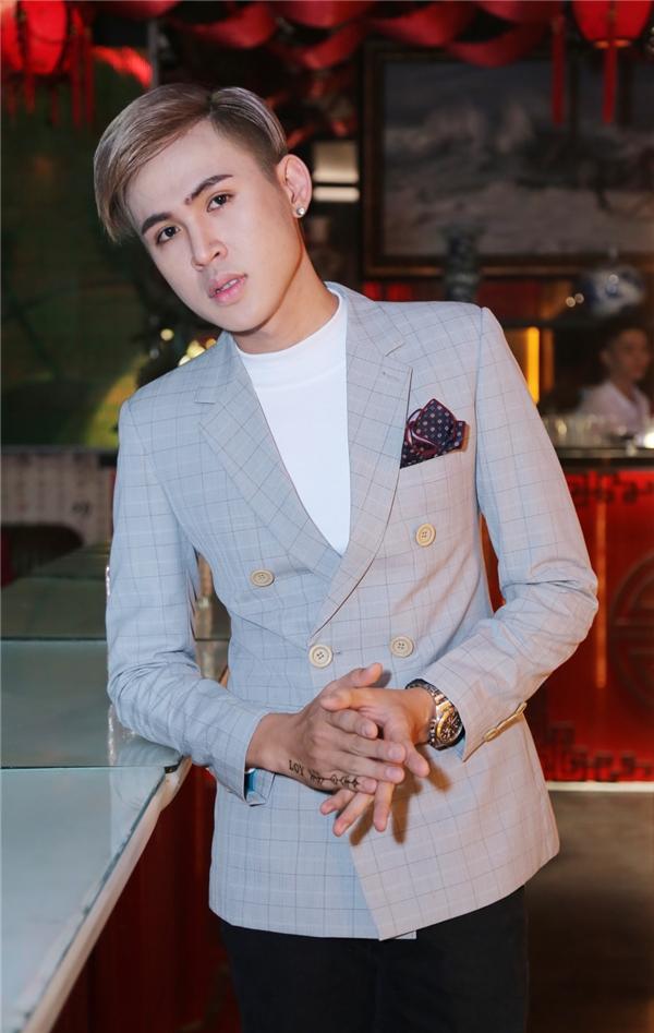 Hồ Đức Lợi - cựu thành viên của nhóm V-Music. Được biết năm 2016 anh chàng sẽ trở lại showbiz với nghệ danh và hình ảnh mới toanh. - Tin sao Viet - Tin tuc sao Viet - Scandal sao Viet - Tin tuc cua Sao - Tin cua Sao