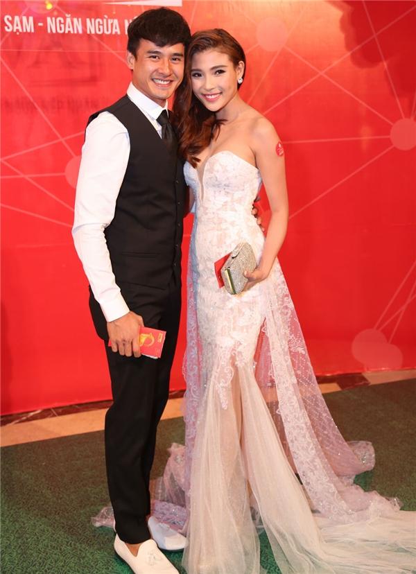 Cặp đôi vàng V-biz xuất hiện trong trang phục lộng lẫy. - Tin sao Viet - Tin tuc sao Viet - Scandal sao Viet - Tin tuc cua Sao - Tin cua Sao