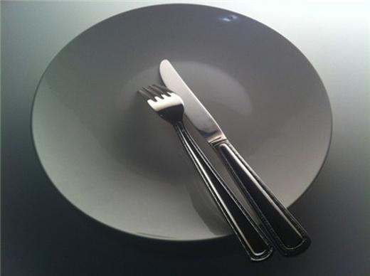 Với người Đan Mạch, nếu muốn ăn thêm thức ăn, việc đầu tiên họ phải làm là úp dĩa xuống. (Ảnh: Internet)