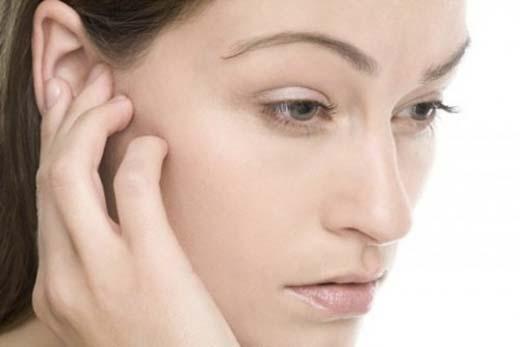 Kết hợp với mát-xa vành tai sẽ có hiệu quả tốt hơn. (Ảnh:Internet)